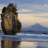 Sea-stack-and-mount-Taranaki-(New-Zealand)